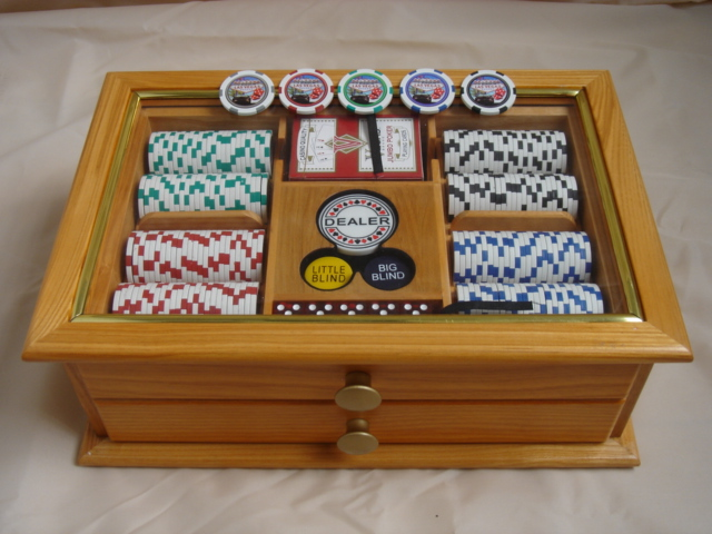 drawer style wooden case chip set