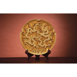 A pair of Dragons gamboling about a pearl-The gold-leaf round plate