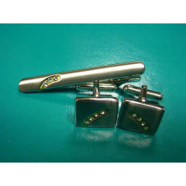 Cufflinks and tie bar (Запонки и галстук бара)
