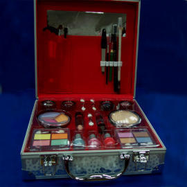 Party Suitcase Make-up Kit (Партия Чемодан Make-Up Kit)