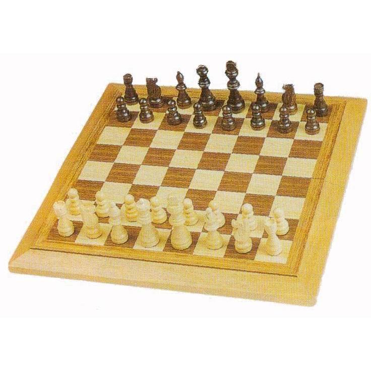 wooden chess set (деревянный набор шахмат)