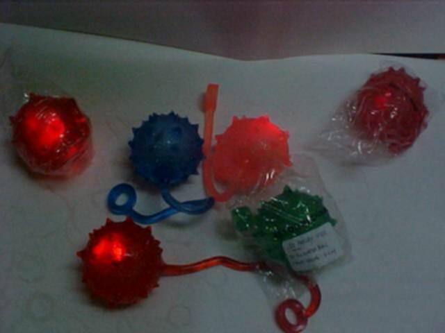 YO YO WATER BALL WITH TWO FLASHING LED LIGHT BALL INSIDE,YO YO WATER BALL,NEAON (YO YO WASSER Kugel mit zwei LED-Blitzleuchte BALL INSIDE, YO YO Wasserball, NEAO)