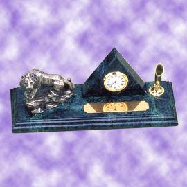 Pyramid clock with tiger pen desk set (Pyramid Uhr mit Tiger Stift Desk Set)