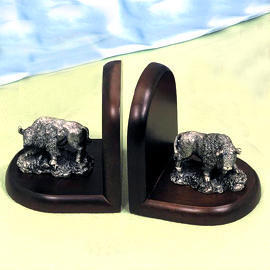 Solid wood/buffalo bookends (Solid Wood / Buffalo Bookends)