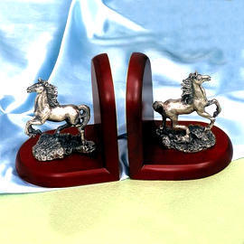 Solid wood/Horse bookends (Bois massif / Horse Bookends)