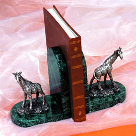 Marble bookends with pewter giraffe (Мраморные книгодержатели с оловянной жираф)