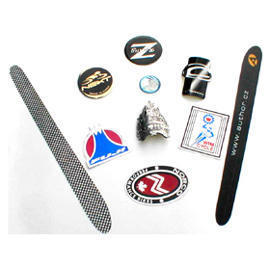 Badge/Poly-domed sticker/foil embossed badges