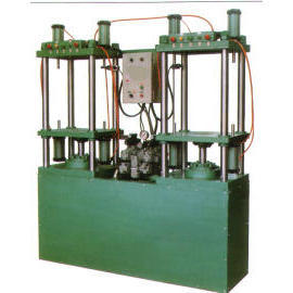 Hydraulic oil press for covering bladder