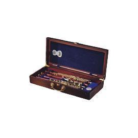 Auto dehumidifying case for flute