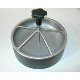 Feeding tool for pig (Инструмент для кормления свиней)