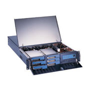2U chassis supporting 6 SCA HDDs for RAID storage (Châssis 2U supporting 6 disques durs SCA pour le stockage RAID)