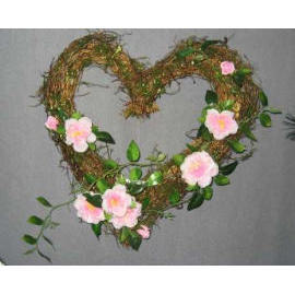 10`` PINK ROSE WREATH W/HEART SHAPE (10``Pink Rose ВЕНОК Вт / Heart Shape)