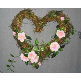 10`` PINK ROSE WREATH W/HEART SHAPE (10``Pink Rose WREATH W / HEART SHAPE)