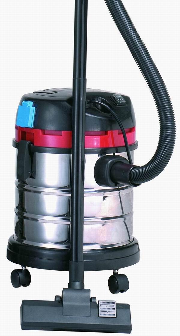 1400w Wet / Dry Vacuum Cleaner With Electronic Socket