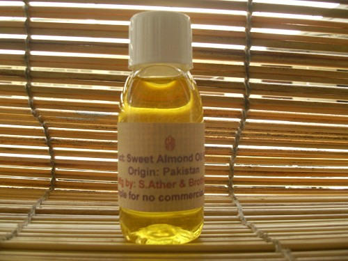 Sweet Almond Oil, Prunus Amygdalus, Meetha Badam