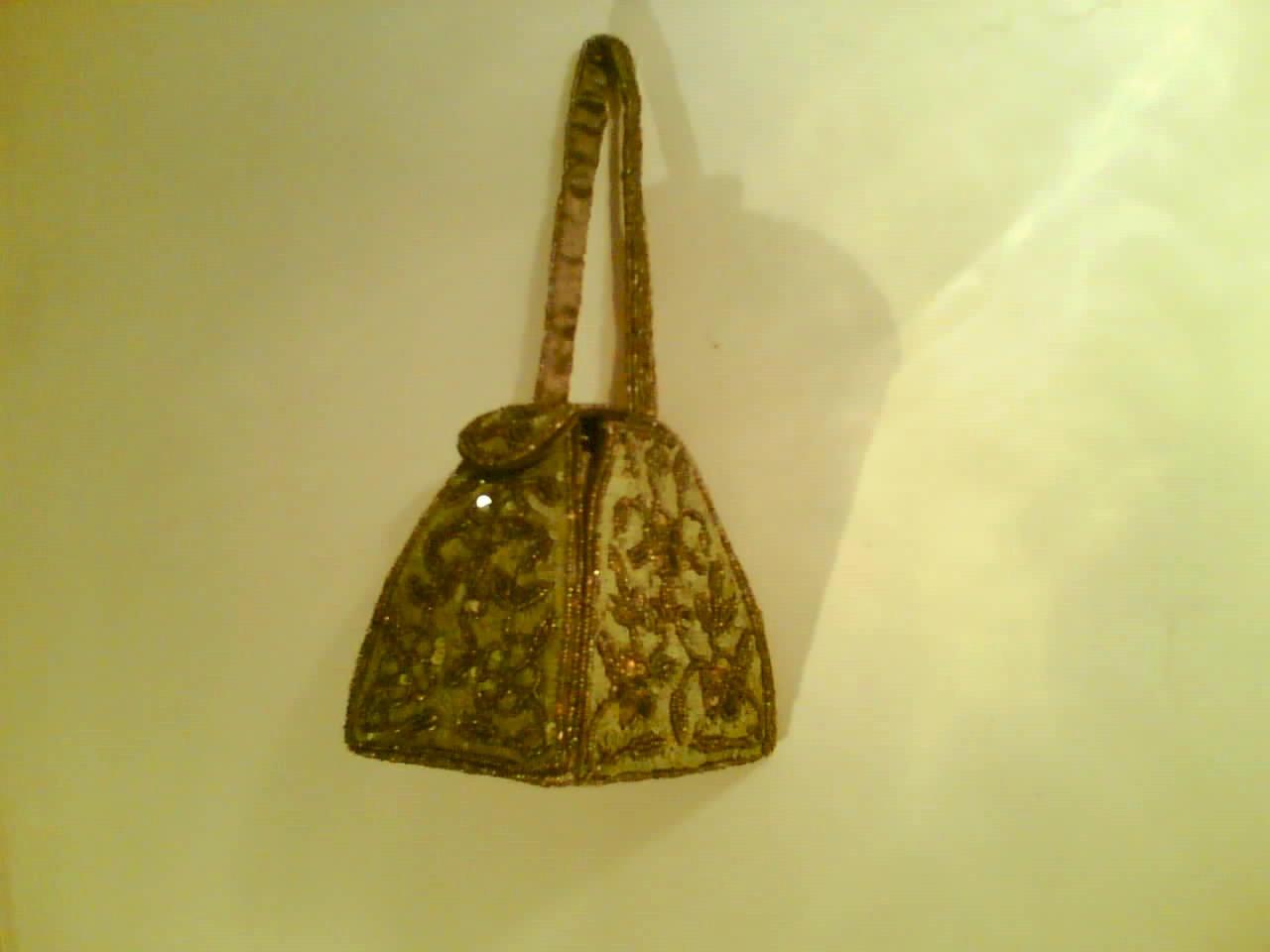 Fashion Jewellery And Bags (Mode Schmuck und Taschen)