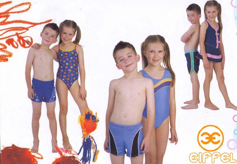 маленькие дети в купальниках
