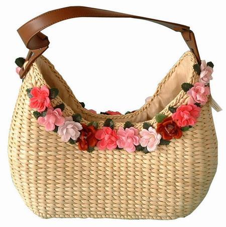 ...декорированные сумки, можно взять простую соломенную и самой украсить...