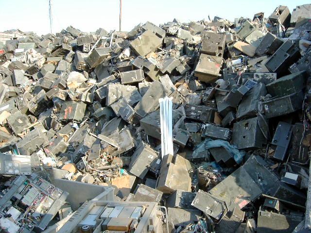 100 Tones Of Military Radio Scrap Metals (100 Tones Of Military Radio Schrott Metalle)