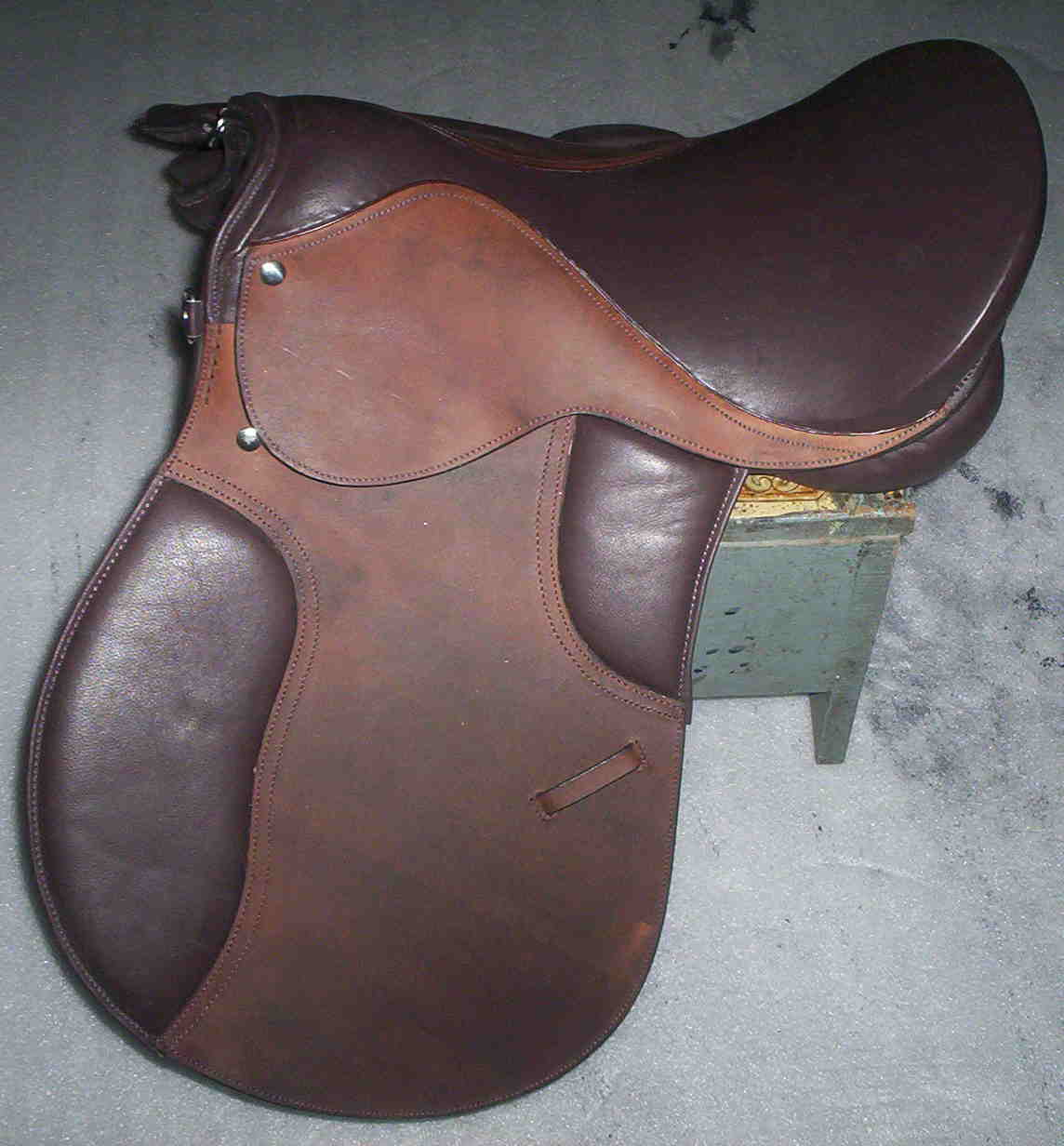 Treeless Saddles