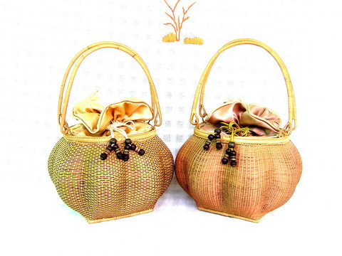 Handbag made of wicker bamboo and line with silk.  Бамбук Сумочка.