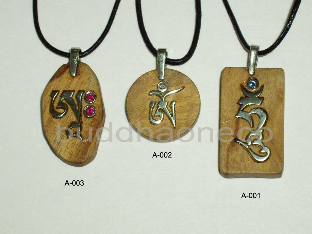Amazon Wood & Sterling Silver Mantra Necklace (Amazon Wood & Sterling Silver Мантра ожерелье)