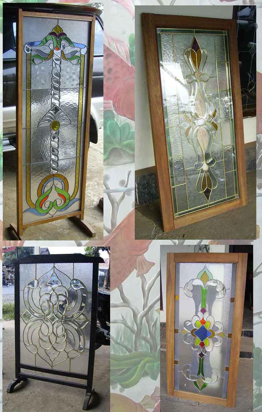 Wooden Door With Stained Glass (Деревянная дверь с витражом)