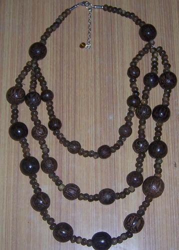 Wooden Beaded Necklace (Holz-Kette mit)