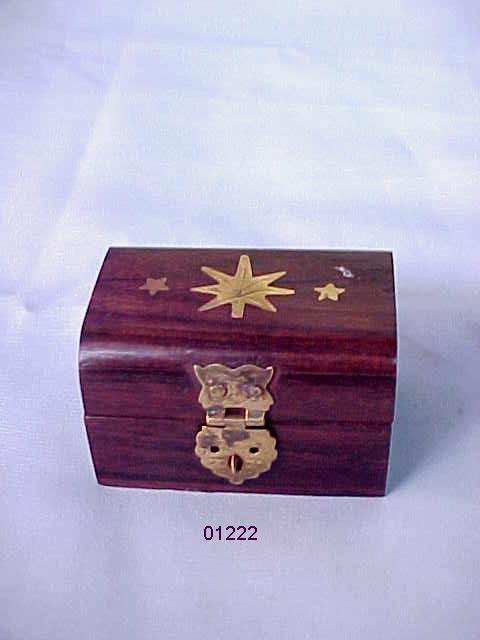 Wooden Box With Inlaid Brass Elephant (Holzbox mit Intarsien aus Messing Elephant)
