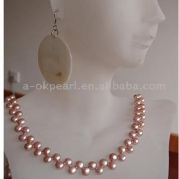 Pearl Necklace and Earring (Perlenkette und Ohrringe)
