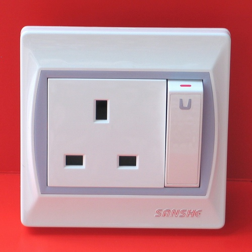 BS standard socket plus big button switch (BS socket standard plus gros bouton switch)