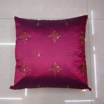 Embroidered Cushion (Вышитый Подушка)