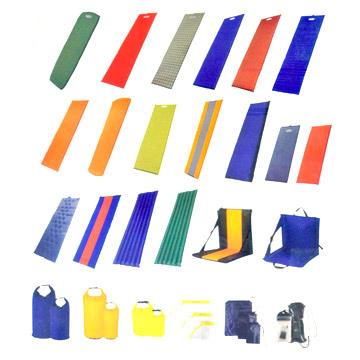 40. Самонадувающийся матрасы, водонепроницаемые сумки и пляжные кресла.