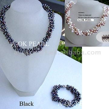 Four Strand Pearl Necklace (Vier Strand Pearl Necklace)