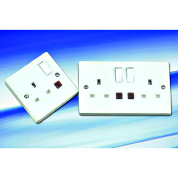 13A 1/2 Gang Single/Double Pole Switch Sockets (with Neon) (13, 1 / 2 Gang Simple / Double Pole Sockets Switch (avec Neon))