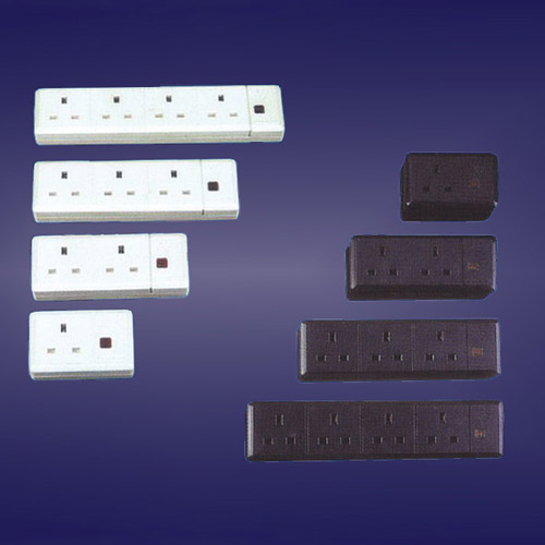 13A 1/2/3/4 Gang Trailing Sockets (with Neon) (13A 1/2/3/4 Gang Sockets Trailing (avec Neon))