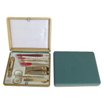 9pc Manicure Sets in Plastic Case