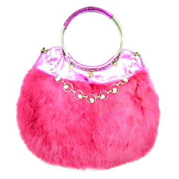 Dior / Диор представляет свою меховую сумку Libertine.