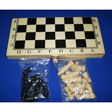 Various Chess Made of Different Materials (Различные шахматы, изготовленные из различных материалов)