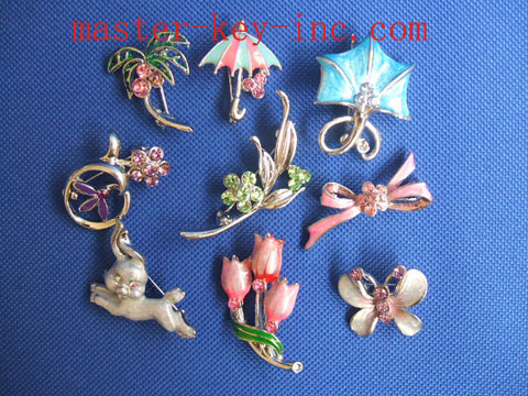 Flower-Shaped Rhinestone Brooches