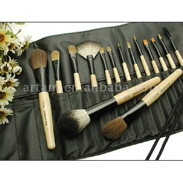 Eye Make-up Brushes Bobbi Brown - makeup brushes in faux leather pouch