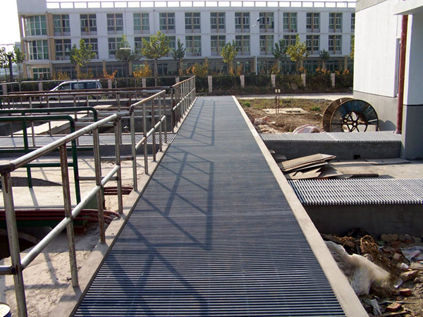 Pultruded FRP Gratings (Pultruded FRP решетки)