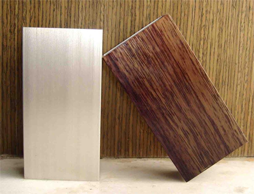Wood-Grain Imitating Profile (Wood-Grain Imitant le profil)