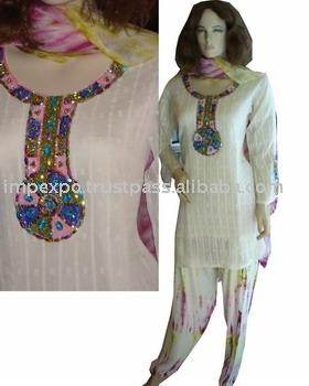 Ladies` Fashion Dress: Handmade Work On White Barosha (Ladies` Fashion Dress: Handmade Work On White Barosha)