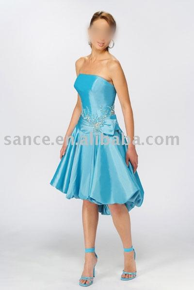 Коктейльные платья-2010 отметились в истории моды мягким облегающим...