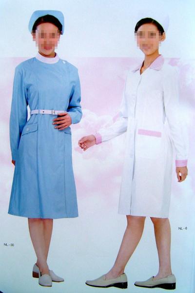 nurse`s clothes (infirmière `s des vêtements)