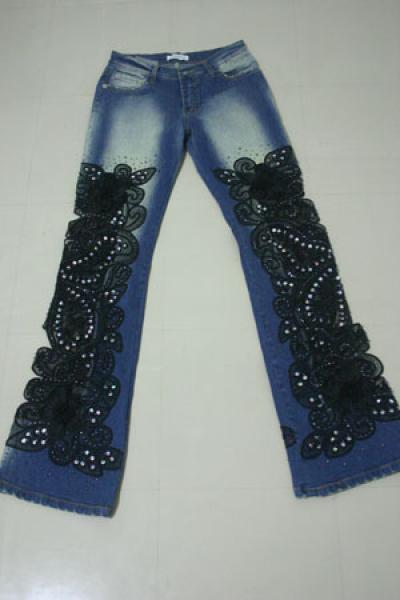Украшение Вышивка: вышивка на джинсах Бисер, Шерсть.  Фото.