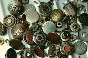 Metal Buttons And Labels (Металлические пуговицы и наклейки)
