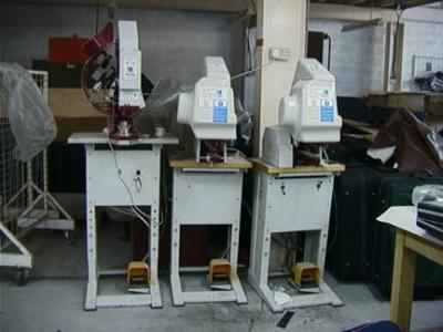 Eyeletting And Rivetting Machines With Crosslight And Washer (Eyeletting И Rivetting машины с Crosslight и шайбу)