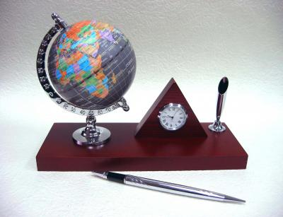 Globe with pyramid clock desk pen set